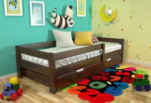 Кровать в детскую из массива